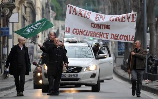 Les taxis niçois sont en colère. Crédit photo : franceinfo.fr