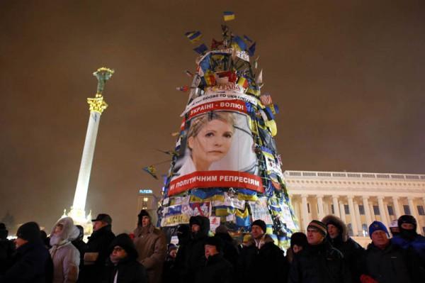 Le portrait de l'opposante Timochenko est exposé sur une barricade de l'avenue Grouchowski, à quelques mètres de la place Maïdan. Crédit Photo: Le Parisien