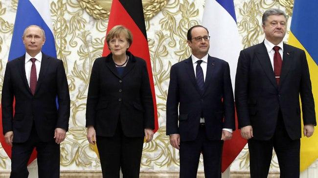 Les chefs d'état russe, allemand, français et ukrainien réunis à Minsk dans une atmosphère tendue. Crédit: EPA/BGNES