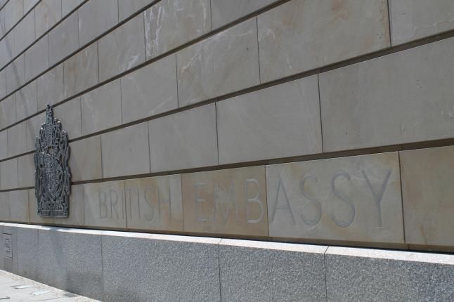 L'ambassade britannique compte parmi les nombreuses administrations étrangères de la Wilhelmstrasse mais aussi une des plus tardives puisqu'inaugurée en février 2000 par Elisabeth II (S.F)