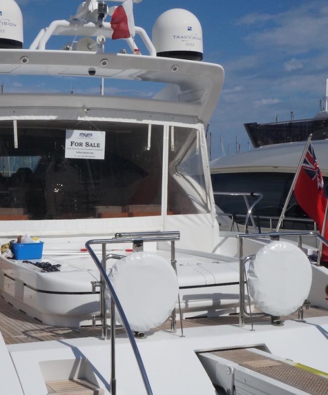 Yacht à vendre dans le port de Cannes. (Crédit photo : Wilhem Lelandais-Foyer)