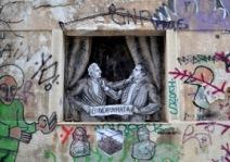 A l'approche des élections de 2015 en Grèce, Bleeps illustre ici un paysage politique qui use la population grecque depuis des années (crédit photo: G. Nikolakopoulos, dessin: Bleeps)