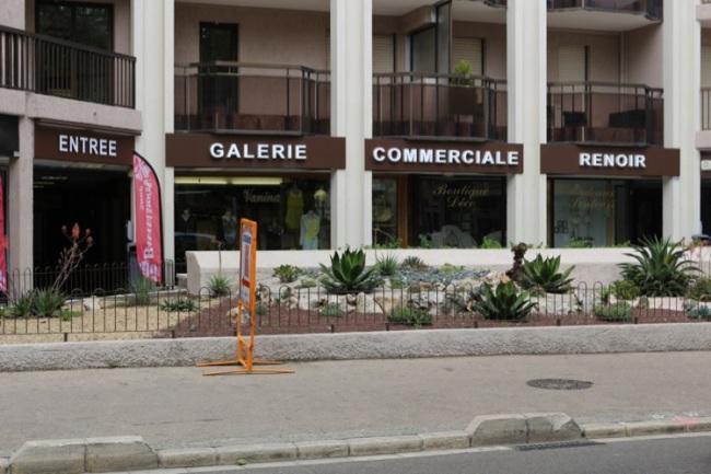 La galerie commerciale située Place du Général-de-Gaulle peine à trouver sa clientèle. (Crédit Photo: Nicolas Faure)