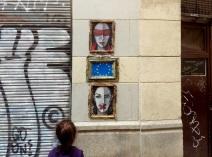 L'ironique «Dans l'empire de la liberté» se trouve à Barcelone. Une dénonciation de l'autocratie européenne (crédit photo: G. Nikolakopoulos, dessin: Bleeps)