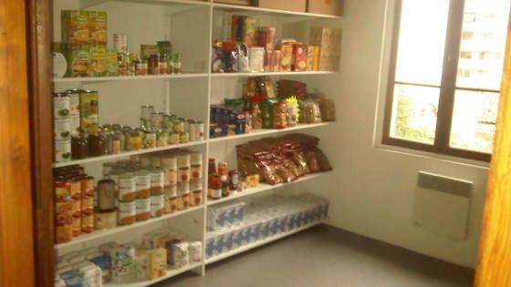 Des aliments à bas prix, accessibles pour les étudiants. Crédit : FACE 06