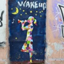 Cette jeune fille est une des marques de fabrique de Bleeps. Elle pousse une nouvelle fois à travers l'innocence de l'enfance à l'éveil des sociétés face à la menace de l'austérité en Europe (crédit photo: G. Nikolakopoulos, dessin: Bleeps)