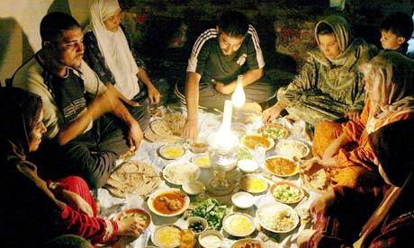 """Résultat de recherche d'images pour """"manger en famille pendant le ramadan"""""""