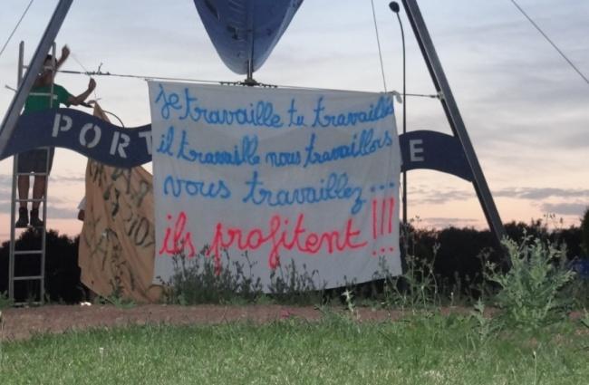 L'un des nombreux messages que les agriculteurs adressent directement aux consommateurs. (Crédit Photo : Emmanuel Durget)