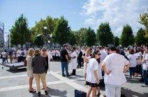 Les étudiants en médecine dentaire étaient nombreux à rendre un dernier hommage à Xavier. Crédit : Wilhem Lelandais-Foyer