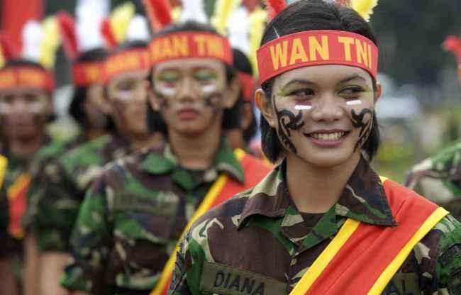 Des membres des forces armées indonésiennes, le 22 avril 2013, à Jakarta. (Crédit photo : ADEK BERRY / FILES / AFP)