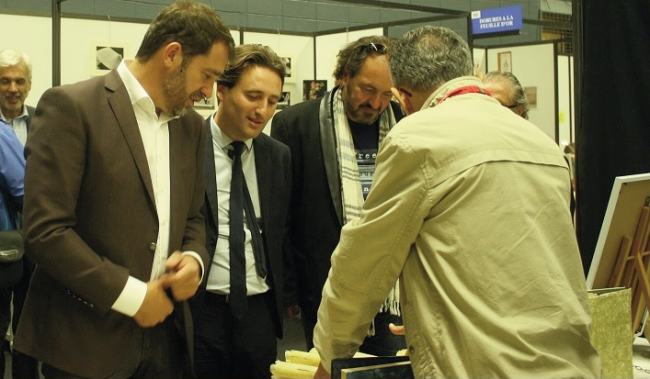 Le candidat socialiste aux régionales, ici à gauche, faisait étape à Mouans-Sartoux pour rencontrer la presse. (Crédit photo : Grégoire Bosc-Bierne)