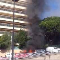 Un feu de voiture s'est déclaré sur Vallombrosa (Crédit Photo : Emilie Unternehr)