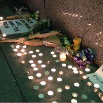 Les premiers hommages arrivent au consulat de France à San Francisco (crédits photo : Consulat français de San Francisco)