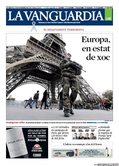 Ce dimanche, la Vanguardia, quotidien catalan, met en avant le dispositif de sécurité déployé par Paris avec cette photo d'un militaire au pied de la Tour Eiffel. (Crédit photo : paperboy.com)