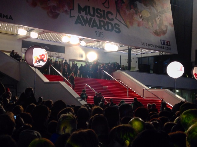Le tapis rouge des NMA le samedi 7 novembre avant la cérémonie. (Crédit photo : Gaspard Poirieux)