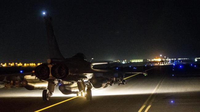 Dix avions Rafale ont décollé des bases françaises en Jordanie et aux Emirats arabes unis. (Crédit: Twitter de défense.gouv)