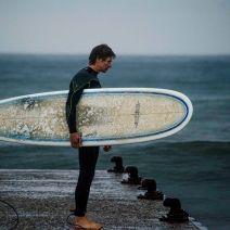 Le longboard : quelques centimètres de planche en plus, pour une meilleure stabilité. Crédit : Matthias Somm.
