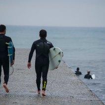 A Cannes, les surfeurs forment une petite communauté. Crédit : Matthias Somm