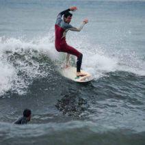 """Le surfeur le plus proche de la """"zone d'impact"""" a la priorité sur la vague. Crédit : Matthias Somm"""