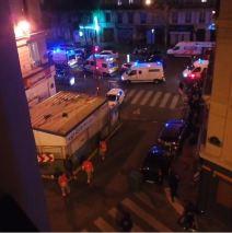 """""""Beaucoup trop de sirènes dans ma rue ce soir. Les larmes coulent toutes seules"""", écrit une utilisatrice Twitter. (Crédit photo : Twitter/LisaWlm)"""