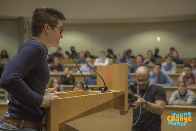 Célestin de Wergifosse lors de sa conférence Young Make Challenge le 27 octobre. (Crédit photo : Maher Sem)