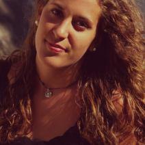 Erika Romero, 20 ans, Madrid, Espagne. «Mon futur professionnel? Je sais qu'il ne sera pas en Espagne. J'aimerais travailler dans l'hôtellerie, mais ici, c'est très dur de trouver un bon travail. On peut trouver des petits boulots à droite à gauche, mais ce ne sont pas des boulots qu'on garde toute une vie. Tous les jeunes Espagnols sont très pessimistes. Nous sommes très impactés par la crise et ma génération la subit de plein fouet. On ose espérer que ça va changer… Mais on ne sait pas quand.»Crédit: Erika Romero