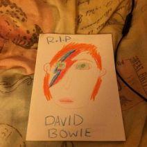 Millie, 10 ans, a rendu hommage à sa manière à l'homme aux mille visages (Crédit: Facebook/Leah Derry / Millie).