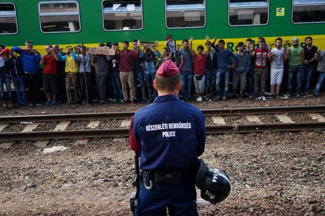 Des migrants manifestent dans la gare de Budapest, le 4 septembre 2015 (crédit photo : Wikimedia commons)