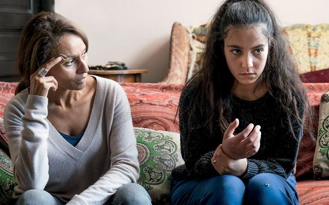 Inès cherche à dé-radicaliser sa fille Chama. Crédit Photo : France 2