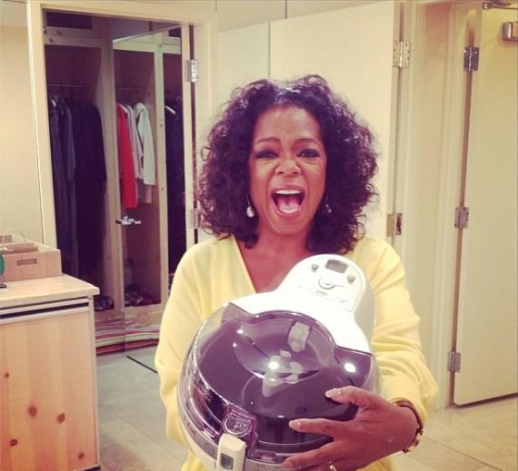 Sur les réseaux sociaux, Oprah Winfrey, présentatrice de télévision a vanté les mérites de cette friteuse française. Quelques heures après, les ventes ont littéralement décollé. (Crédit Photo : Twitter)
