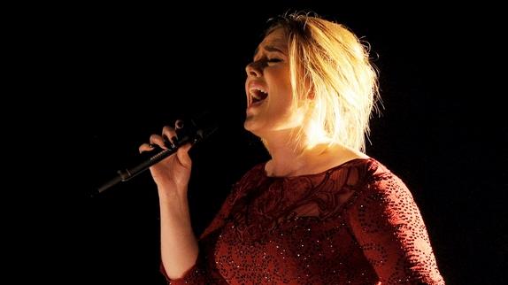 Une prestation ratée pour Adele. (Crédit photo: Abaca)