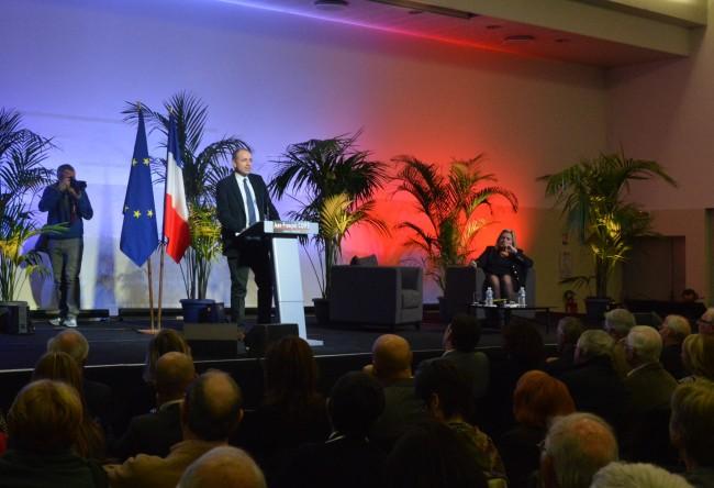 L'ancien président de l'UMP a fait salle comble au Cannet, enclave copéiste en Alpes-Maritimes.