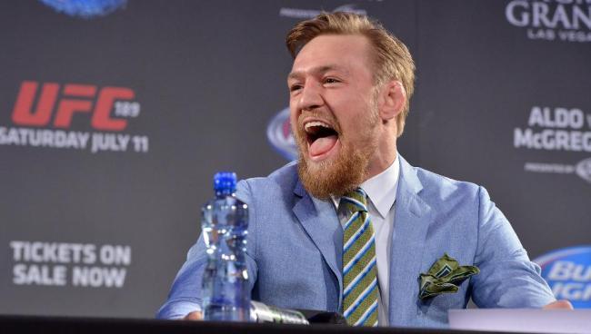 L'Irlandais en plein trash-talking lors d'une conférence de présentation face à José Aldo .(Crédit photo : Getty)