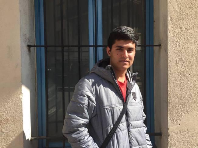 Haider Ali, jeune afghan, a fui son pays. (Crédit photo : Julie dos Santos)