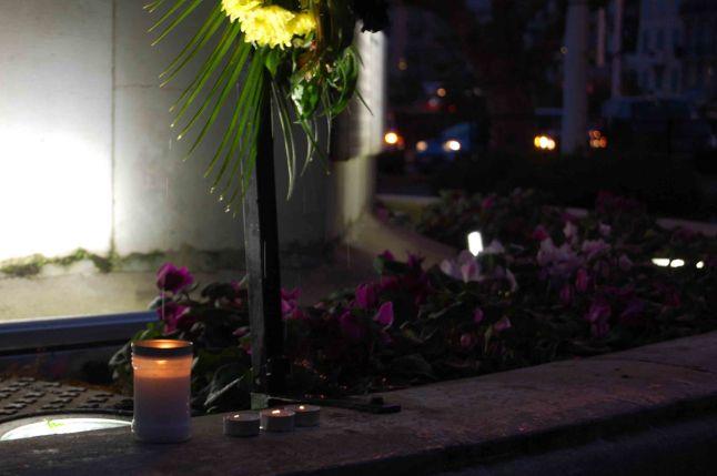 La nuit s'enfonce petit à petit mais ces quelques bougies permettent de refaire vivre l'espoir.(Crédit: Thomas Woloch)