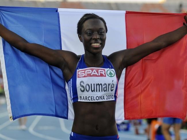 Myriam Soumaré après sa victoire inattendue sur l'épreuve du 200 mètres aux Championnats d'Europe de Barcelone, en 2010. (Crédit Photo : Nouvel Obs)