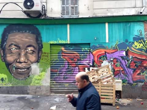 Le portrait de Nelson Mandela dans une rue de Noailles (Crédit photo : Etienne Merle)
