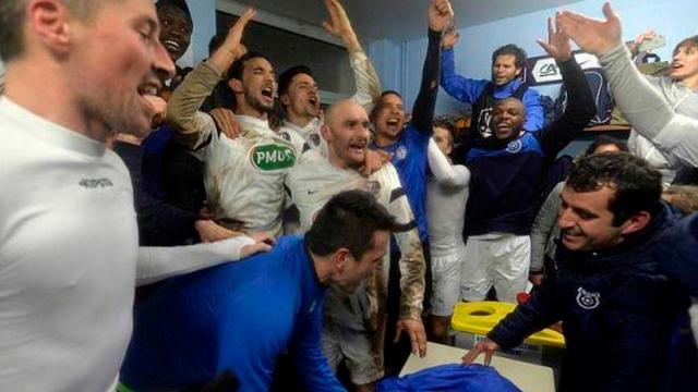 Le vestiaire laisse exploser sa joie après la qualification pour les quarts de finale (crédit photo: La Manche Libre)