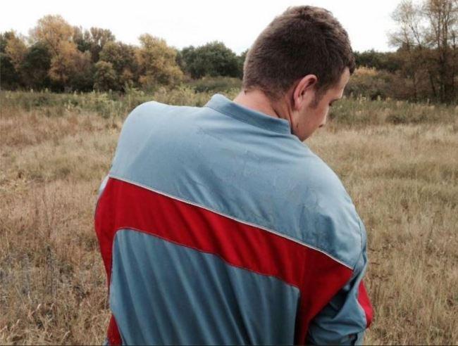 Louis, jeune agriculteur breton est inquiet pour son avenir. (Crédit photo : Enora Rs)