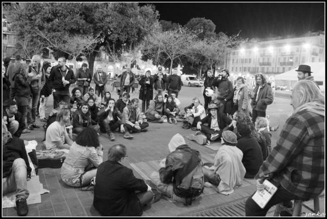 A Nice aussi, dans le sillage du mouvement national, les Nuits Debout réunissent les citoyens, place Garibaldi (Crédit photo : Nico Sanka)
