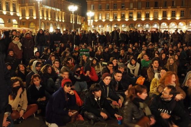 """L'occupation des places françaises rappelle les """"indignés"""" espagnols. (Crédit photo : Nuit Debout Capitole / © Côté Toulouse)"""