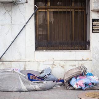 Des matelas jonchent le sol devant le ministère de la formation et de l'emploi.Crédit photo:Clara Lafuente.