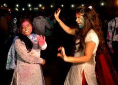 La Holi se célèbre dans les rires et dans la joie. (Crédit : Twitter/@bilalfqi)