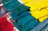 Préparation des différentes poudres colorées. (Crédit : Twitter/@theo__dt)