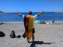 Même à la plage, les drapeaux sont de mise (Crédit : E.H.)