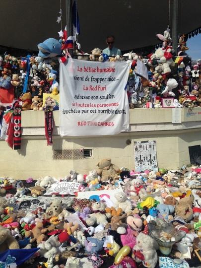"""""""La Red Furi (supporters ultras de l'AS Cannes, ndlr) adresse son soutien à toutes les personnes touchées par cet horrible drame."""" (crédit : Djenaba Diame)"""
