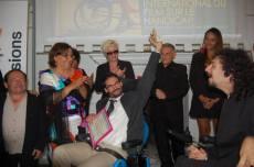 L'équipe du Festival s'est vu remettre à l'issue du festival le trophée du membre d'honneur décerné par l'antenne régionale. De gauche à droite : Jean-Yves Tual, président du FIFH, Marie-Hélène Delon, administratrice du FIFH, Katia Martin-Maresco, fondatrice du festival, Thomas Incorvaia, chargé de mission, Karolina Bomba, directrice de production, les deux personnes membres de l'Unesco et Tristan Incorvaia, cofondateur et membre de l'équipe de sélection. (Crédit photo : TW)