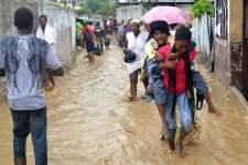Mardi 4 octobre, les habitants d'Haïti se sont réveillés les pieds dans l'eau (crédit : Twitter @Jeapam).