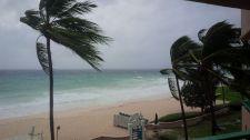 Lorsque Matthew est arrivé en Barbade (petite île des Caraïbes), il n'était encore qu'une tempête tropicale. (Crédit : Twitter / @RogerHulan).