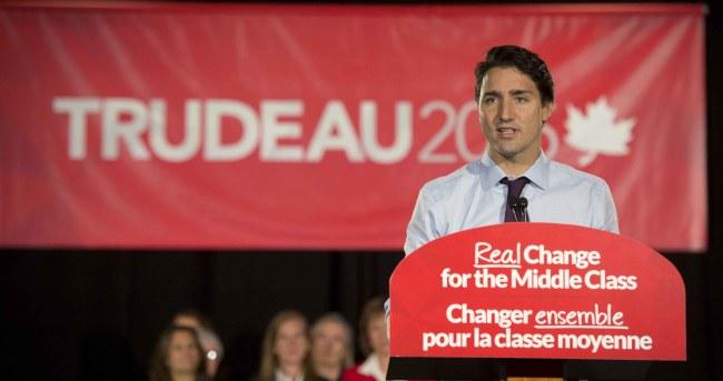 Justin Trudeau en campagne à Toronto le 21 septembre 2015 (Crédit: Adrian Wyld/The Canadian Press)
